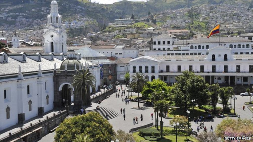 How to get from Guayaquil to Quito by plane, bus or car