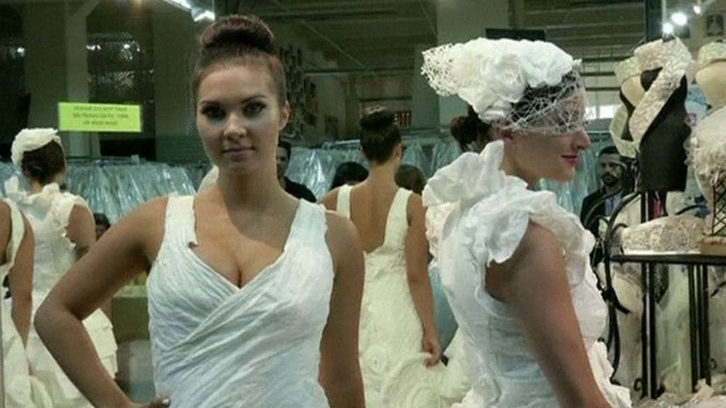 Toilet paper wedding dress wins prize - BBC News