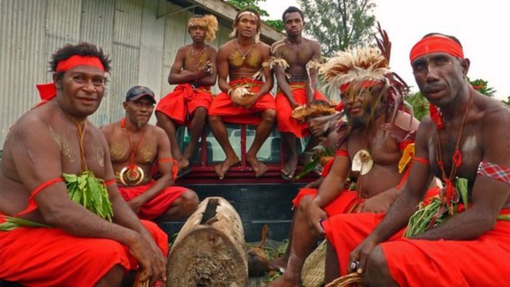 Queen Lu 301 Moved Permanently: Queen's Baton Relay: Papua New Guinea, New Ireland