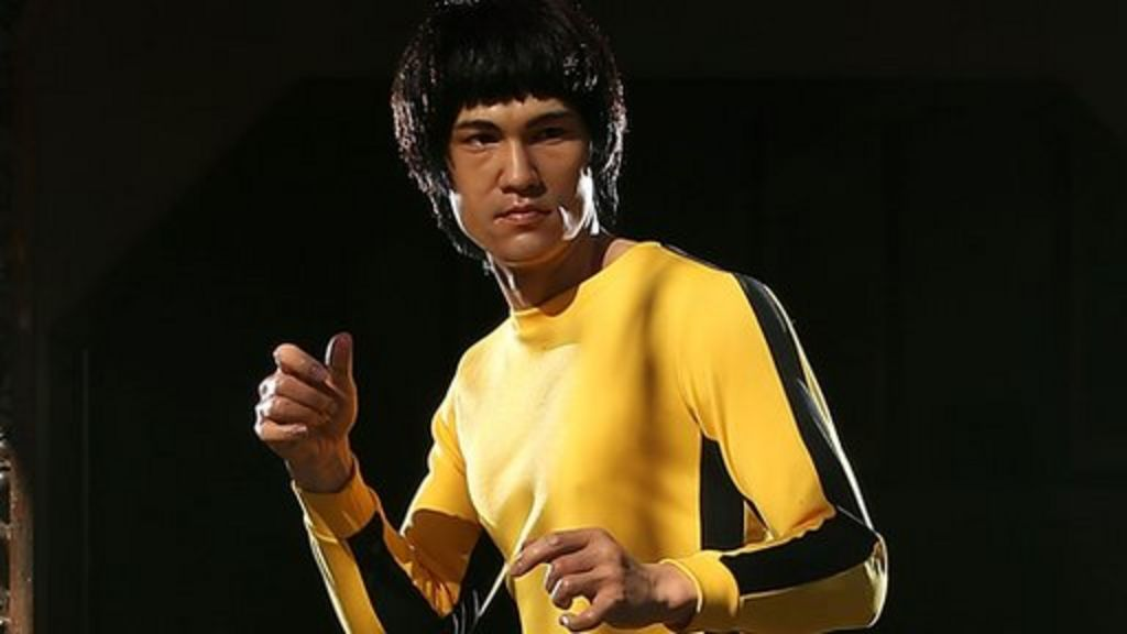 Bruce Lee: Yellow jumpsuit sells for $100,000 - BBC News