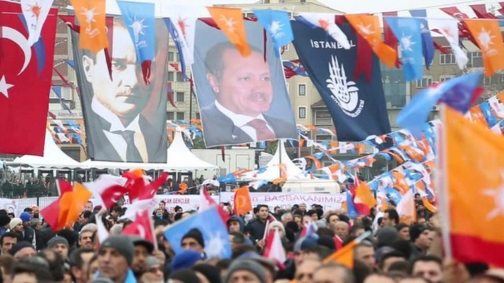 Turkey elections: Inside a pro-government rally - BBC News