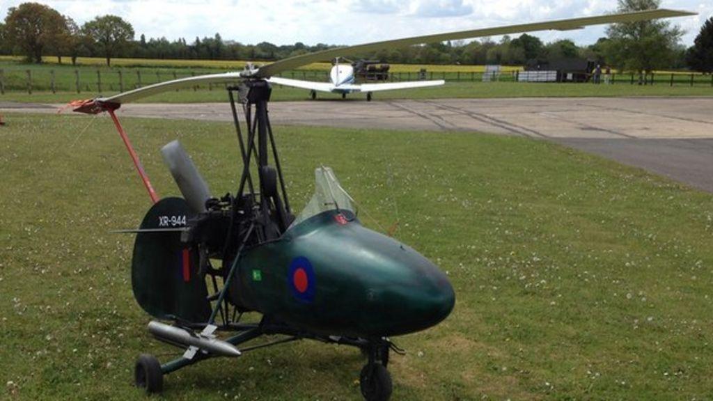 James Bond stuntman's autogyro for sale - BBC News