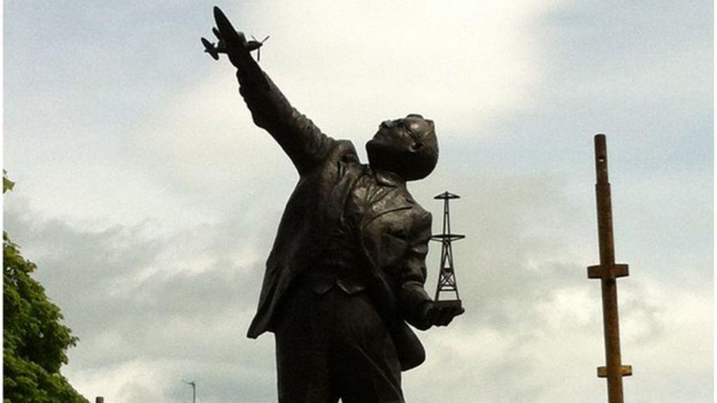Statue Of Radar Pioneer Watson Watt Unveiled In Brechin Bbc News