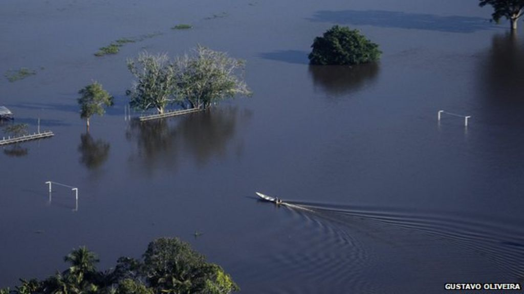 a8efda98db1 Record floods in Brazil bring chaos to Amazon towns - BBC News