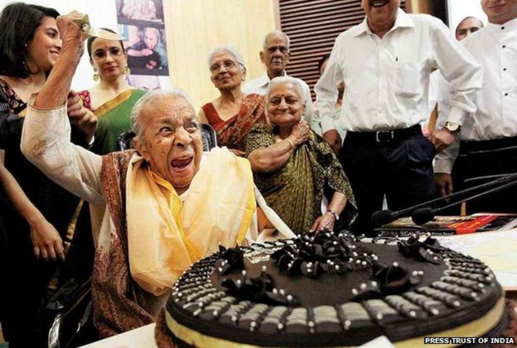 Tributes pour in for Indian actress Zohra Sehgal - BBC News