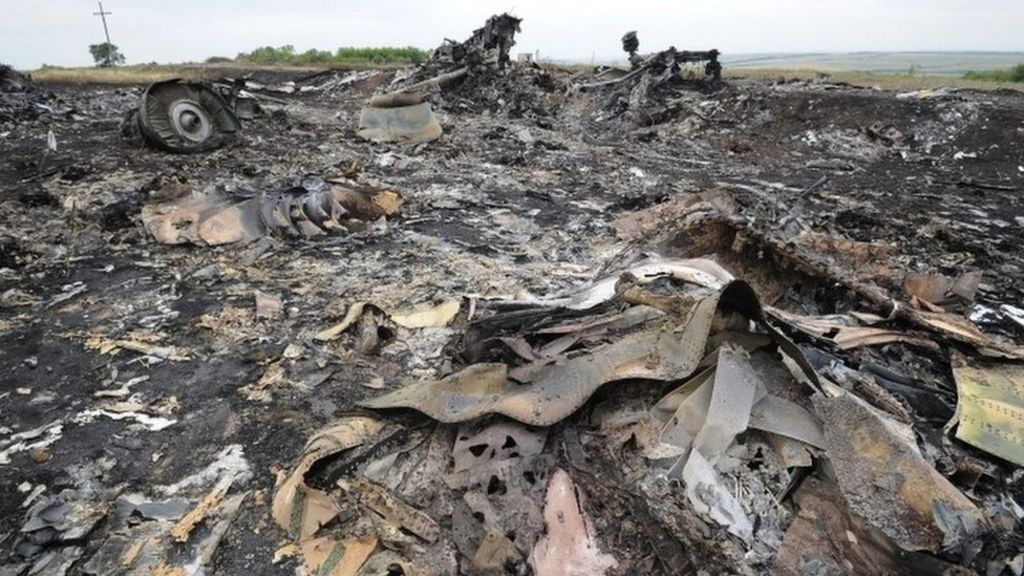 In pictures: Aftermath of MH17 disaster - BBC News