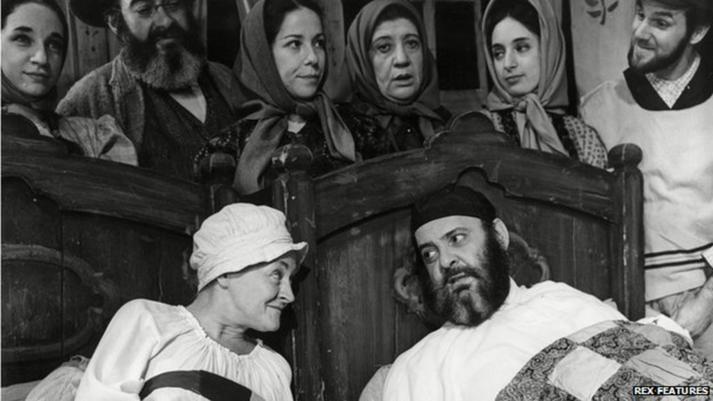 Fiddler on the Roof's 50 years of musical success - BBC News