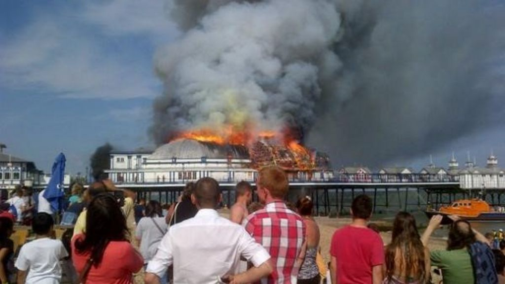 Fire rips through Eastbourne Pier destroying roof - BBC News