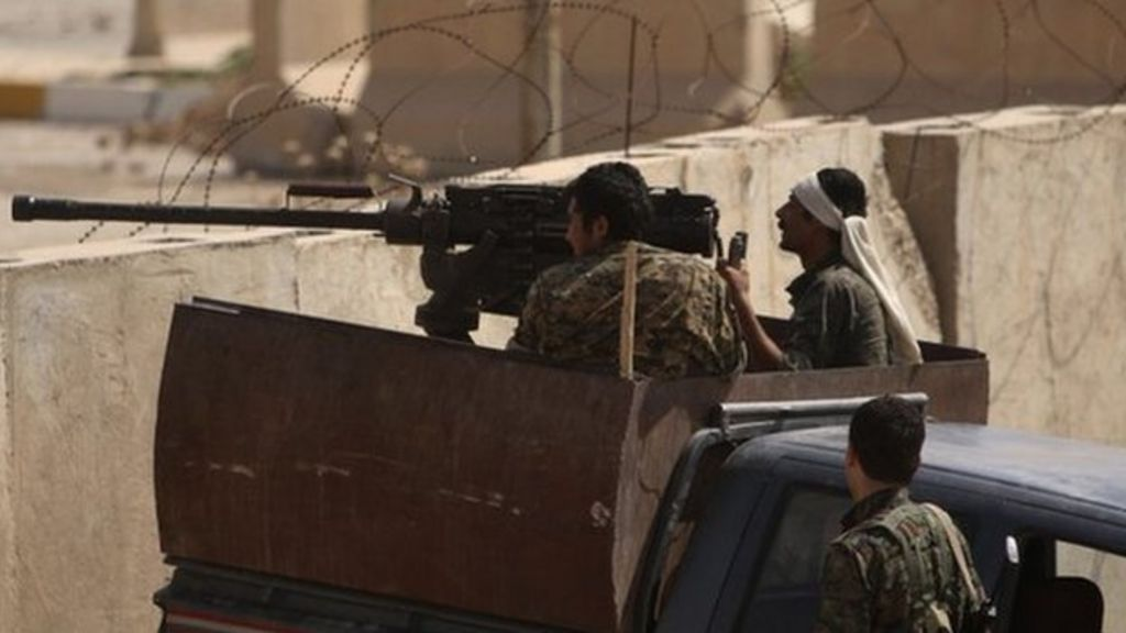 Islamic State crisis: Heavy fighting on Iraq-Syria border