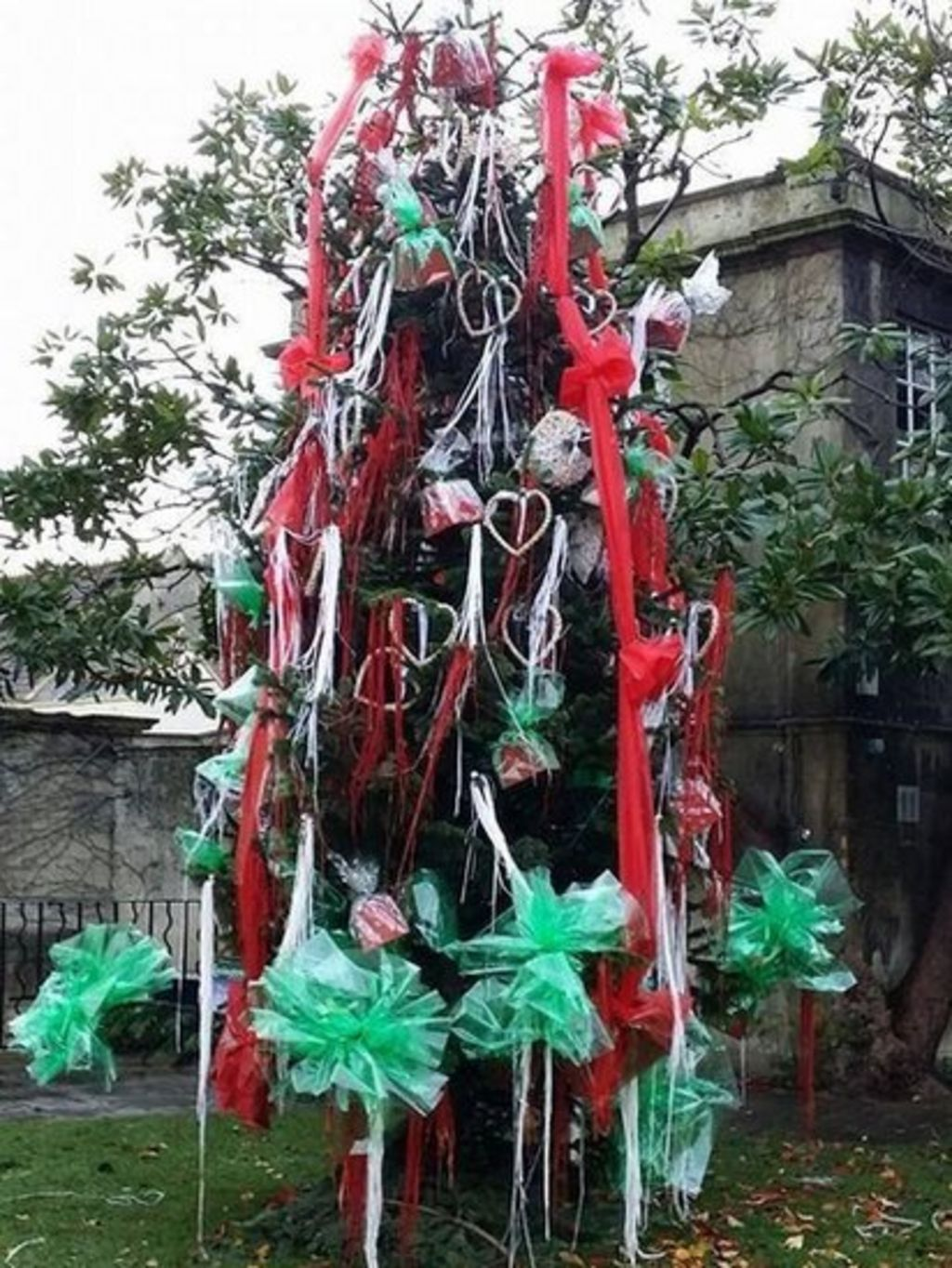 Bradford on avon christmas tree design described as a