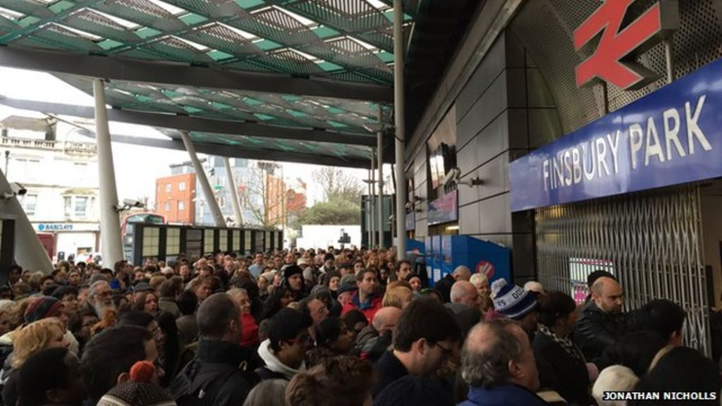 Finsbury Park station chaos