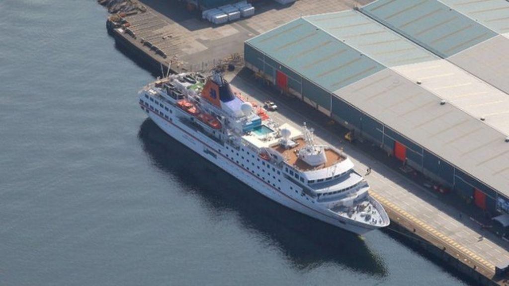 Greenock Cruise Terminal Predicts Record Year BBC News - Cruise ships at greenock
