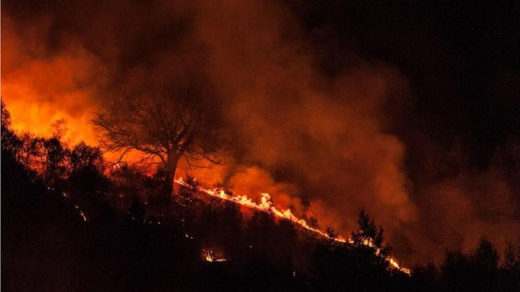 crews contain massive mountain fire near homes in wattsville bbc news. Black Bedroom Furniture Sets. Home Design Ideas