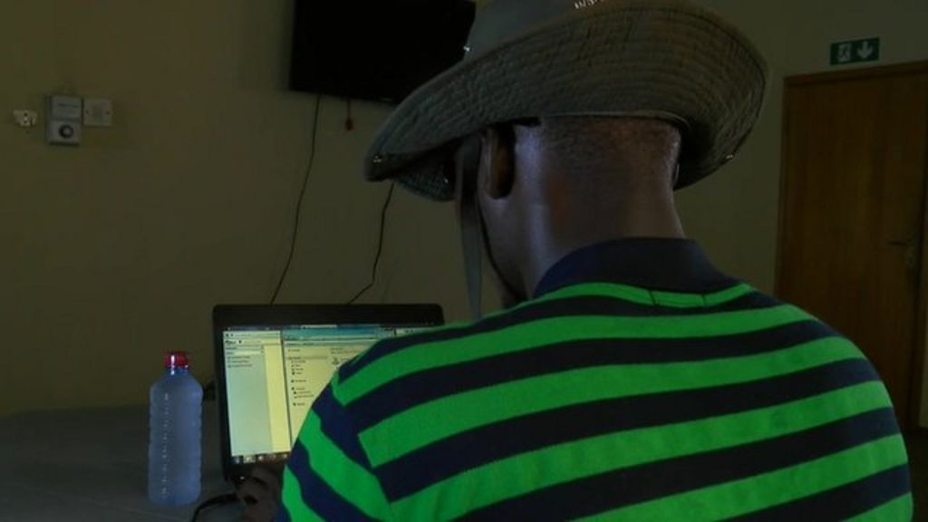Inside the world of Ghana's internet fraudsters - BBC News