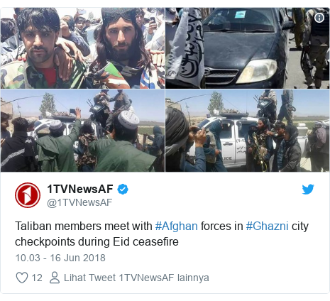 Twitter pesan oleh @1TVNewsAF: Taliban members meet with #Afghan forces in #Ghazni city checkpoints during Eid ceasefire
