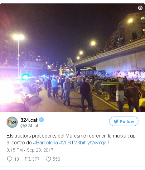 Twitter post by @324cat: Els tractors procedents del Maresme reprenen la marxa cap al centre de #Barcelona #20STV3https //t.co/BejNM8V5Dy pic.twitter.com/RehDpf9dxt
