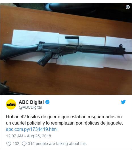 Twitter post by @ABCDigital: Roban 42 fusiles de guerra que estaban resguardados en un cuartel policial y lo reemplazan por réplicas de juguete.