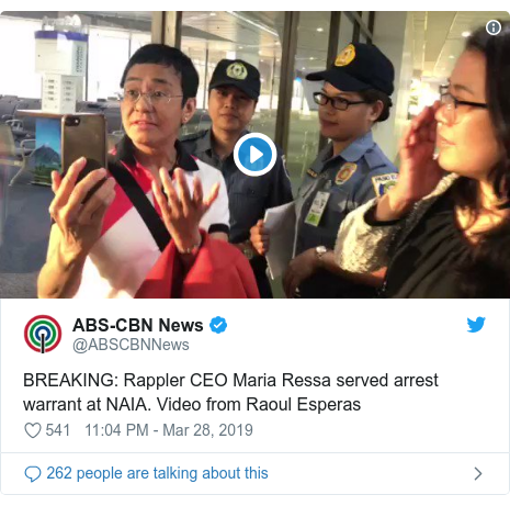 Twitter post by @ABSCBNNews: BREAKING  Rappler CEO Maria Ressa served arrest warrant at NAIA. Video from Raoul Esperas