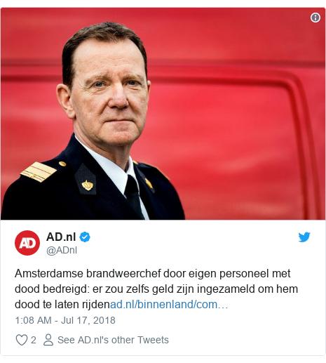 Twitter post by @ADnl: Amsterdamse brandweerchef door eigen personeel met dood bedreigd  er zou zelfs geld zijn ingezameld om hem dood te laten rijden