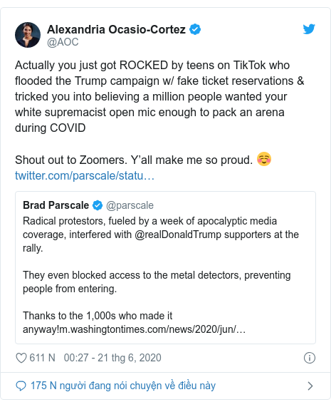Twitter bởi @AOC: Actually you just got ROCKED by teens on TikTok who flooded the Trump campaign w/ fake ticket reservations & tricked you into believing a million people wanted your white supremacist open mic enough to pack an arena during COVIDShout out to Zoomers. Y'all make me so proud. ☺️