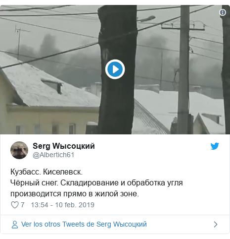 Publicación de Twitter por @Albertich61: Кузбасс. Киселевск.Чёрный снег. Складирование и обработка угля производится прямо в жилой зоне.