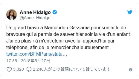Twitter post by @Anne_Hidalgo: Un grand bravo à Mamoudou Gassama pour son acte de bravoure qui a permis de sauver hier soir la vie d'un enfant. J'ai eu plaisir à m'entretenir avec lui aujourd'hui par téléphone, afin de le remercier chaleureusement.