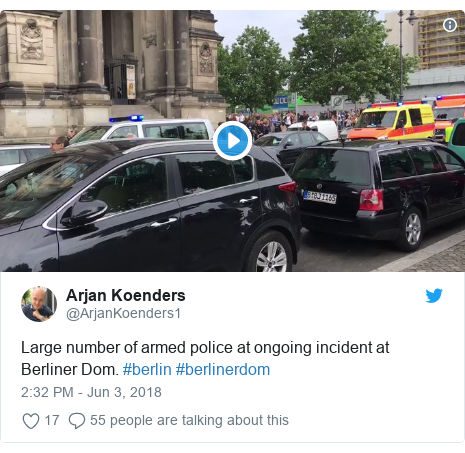 Twitter post by @ArjanKoenders1: Large number of armed police at ongoing incident at Berliner Dom. #berlin #berlinerdom
