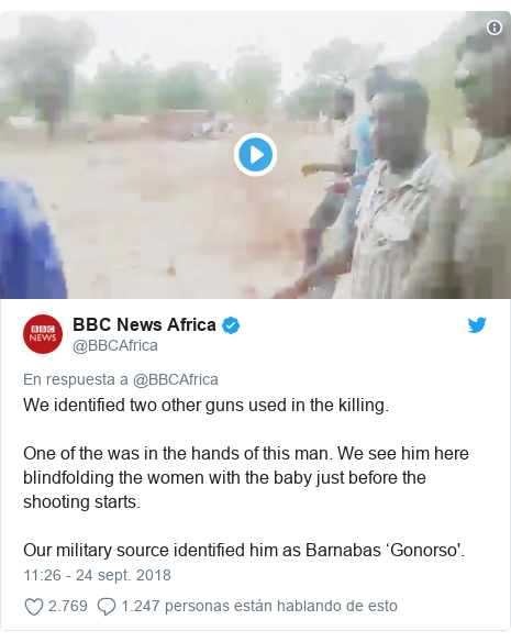 Publicación de Twitter por @BBCAfrica: We identified two other guns used in the killing. One of the was in the hands of this man. We see him here blindfolding the women with the baby just before the shooting starts. Our military source identified him as Barnabas 'Gonorso'.