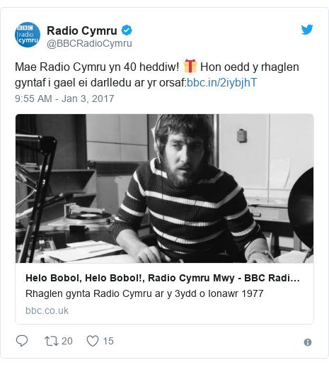 Neges Twitter gan @BBCRadioCymru: Mae Radio Cymru yn 40 heddiw! 🎁 Hon oedd y rhaglen gyntaf i gael ei darlledu ar yr orsaf