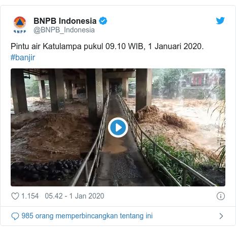 Twitter pesan oleh @BNPB_Indonesia: Pintu air Katulampa pukul 09.10 WIB, 1 Januari 2020. #banjir