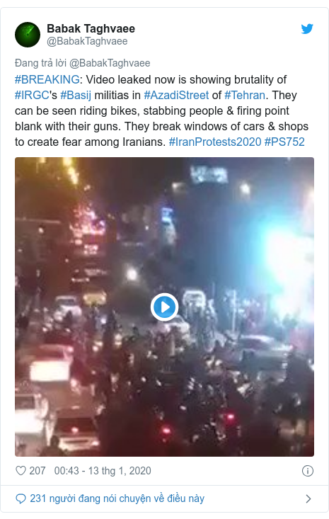 Twitter bởi @BabakTaghvaee: #BREAKING  Video leaked now is showing brutality of #IRGC's #Basij militias in #AzadiStreet of #Tehran. They can be seen riding bikes, stabbing people & firing point blank with their guns. They break windows of cars & shops to create fear among Iranians. #IranProtests2020 #PS752