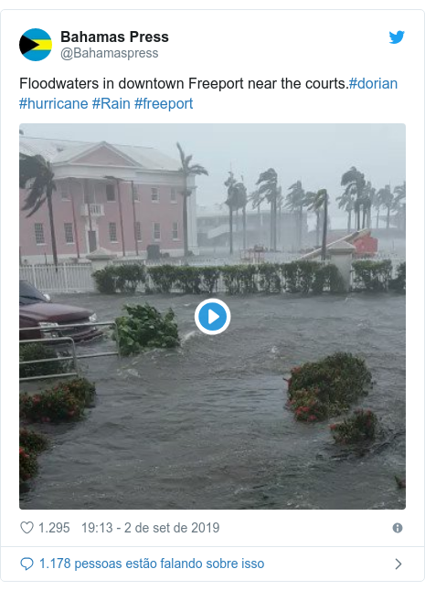 Twitter post de @Bahamaspress: Floodwaters in downtown Freeport near the courts.#dorian #hurricane #Rain #freeport