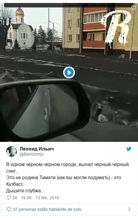 Publicación de Twitter por @Bartolomju: В одном чёрном-черном городе, выпал чёрный-чёрный снег...Это не родина Тимати (как вы могли подумать) - это Кузбасс.Дышите глубже.