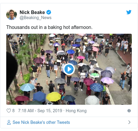 Twitter post by @Beaking_News: Thousands out in a baking hot afternoon.