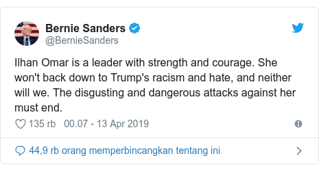 Twitter pesan oleh @BernieSanders: Ilhan Omar is a leader with strength and courage. She won't back down to Trump's racism and hate, and neither will we. The disgusting and dangerous attacks against her must end.