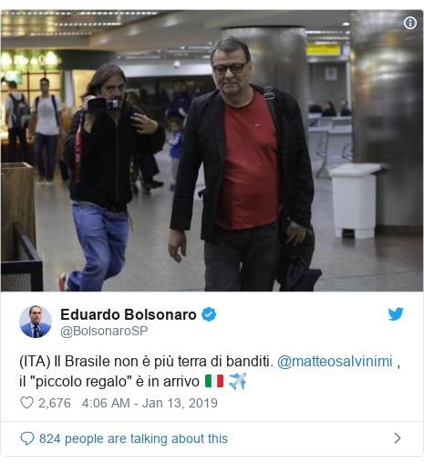 """Twitter post by @BolsonaroSP: (ITA) Il Brasile non è più terra di banditi. @matteosalvinimi , il """"piccolo regalo"""" è in arrivo 🇮🇹 ✈️"""