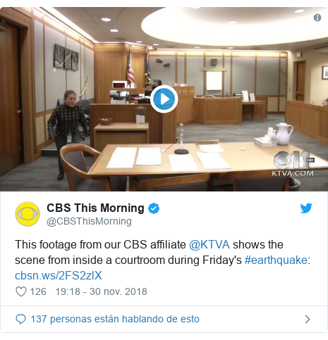Publicación de Twitter por @CBSThisMorning: This footage from our CBS affiliate @KTVA shows the scene from inside a courtroom during Friday's #earthquake