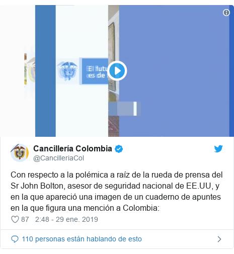 Publicación de Twitter por @CancilleriaCol: Con respecto a la polémica a raíz de la rueda de prensa del Sr John Bolton, asesor de seguridad nacional de EE.UU, y en la que apareció una imagen de un cuaderno de apuntes en la que figura una mención a Colombia