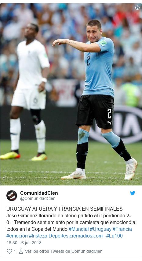 Publicación de Twitter por @ComunidadCien: URUGUAY AFUERA Y FRANCIA EN SEMIFINALESJosé Giménez llorando en pleno partido al ir perdiendo 2-0... Tremendo sentiemiento por la camiseta que emocionó a todos en la Copa del Mundo #Mundial #Uruguay #Francia #emoción #tristeza    #La100