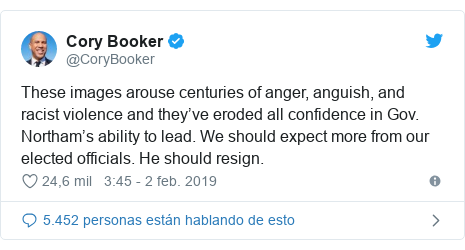 Publicación de Twitter por @CoryBooker: These images arouse centuries of anger, anguish, and racist violence and they've eroded all confidence in Gov. Northam's ability to lead. We should expect more from our elected officials. He should resign.