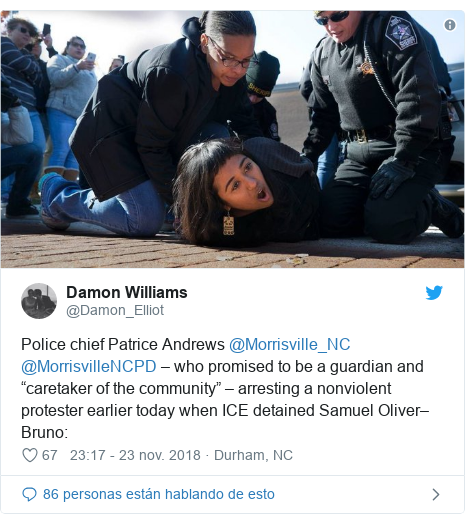 """Publicación de Twitter por @Damon_Elliot: Police chief Patrice Andrews @Morrisville_NC @MorrisvilleNCPD – who promised to be a guardian and """"caretaker of the community"""" – arresting a nonviolent protester earlier today when ICE detained Samuel Oliver–Bruno"""