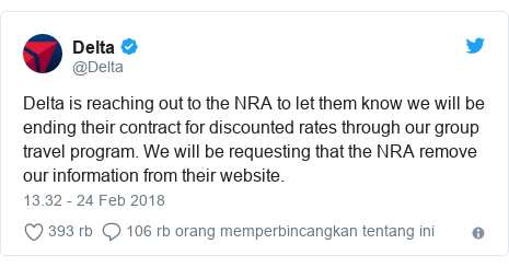 Twitter pesan oleh @Delta: Delta is reaching out to the NRA to let them know we will be ending their contract for discounted rates through our group travel program. We will be requesting that the NRA remove our information from their website.