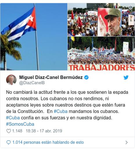 Publicación de Twitter por @DiazCanelB: No cambiará la actitud frente a los que sostienen la espada contra nosotros. Los cubanos no nos rendimos, ni aceptamos leyes sobre nuestros destinos que estén fuera de la Constitución. En #Cuba mandamos los cubanos. #Cuba confía en sus fuerzas y en nuestra dignidad. #SomosCuba