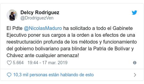 Publicación de Twitter por @DrodriguezVen: El Pdte @NicolasMaduro ha solicitado a todo el Gabinete Ejecutivo poner sus cargos a la orden a los efectos de una reestructuración profunda de los métodos y funcionamiento del gobierno bolivariano para blindar la Patria de Bolívar y Chávez ante cualquier amenaza!