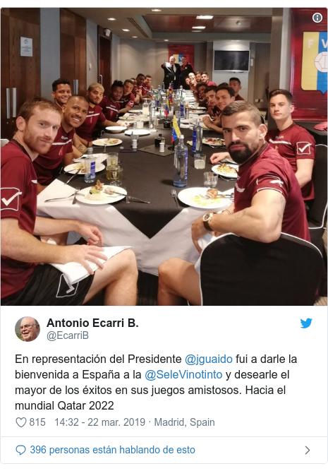 Publicación de Twitter por @EcarriB: En representación del Presidente @jguaido fui a darle la bienvenida a España a la @SeleVinotinto y desearle el mayor de los éxitos en sus juegos amistosos. Hacia el mundial Qatar 2022