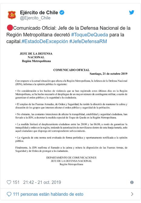 Publicación de Twitter por @Ejercito_Chile: 🔴Comunicado Oficial  Jefe de la Defensa Nacional de la Región Metropolitana decretó #ToqueDeQueda para la capital.#EstadoDeExcepción #JefeDefensaRM