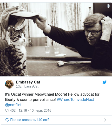 Twitter допис, автор: @EmbassyCat: It's Oscat winner Meowchael Moore! Fellow advocat for liberty & counterpurrveillance! #WhereToInvadeNext @mmflint