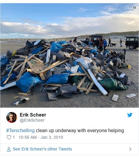 Twitter post by @ErikScheer: #Terschelling clean up underway with everyone helping