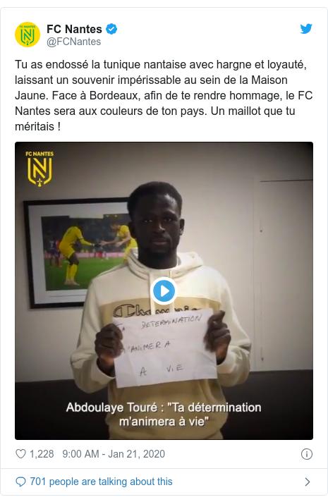Twitter post by @FCNantes: Tu as endossé la tunique nantaise avec hargne et loyauté, laissant un souvenir impérissable au sein de la Maison Jaune. Face à Bordeaux, afin de te rendre hommage, le FC Nantes sera aux couleurs de ton pays. Un maillot que tu méritais !