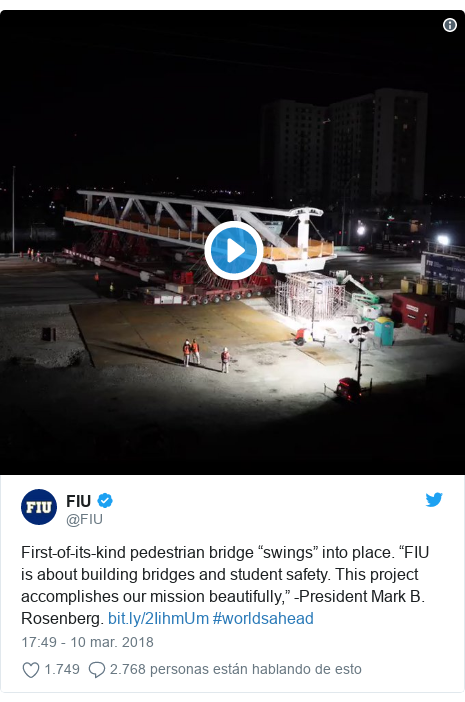 """Publicación de Twitter por @FIU: First-of-its-kind pedestrian bridge """"swings"""" into place. """"FIU is about building bridges and student safety. This project accomplishes our mission beautifully,"""" -President Mark B. Rosenberg.  #worldsahead"""